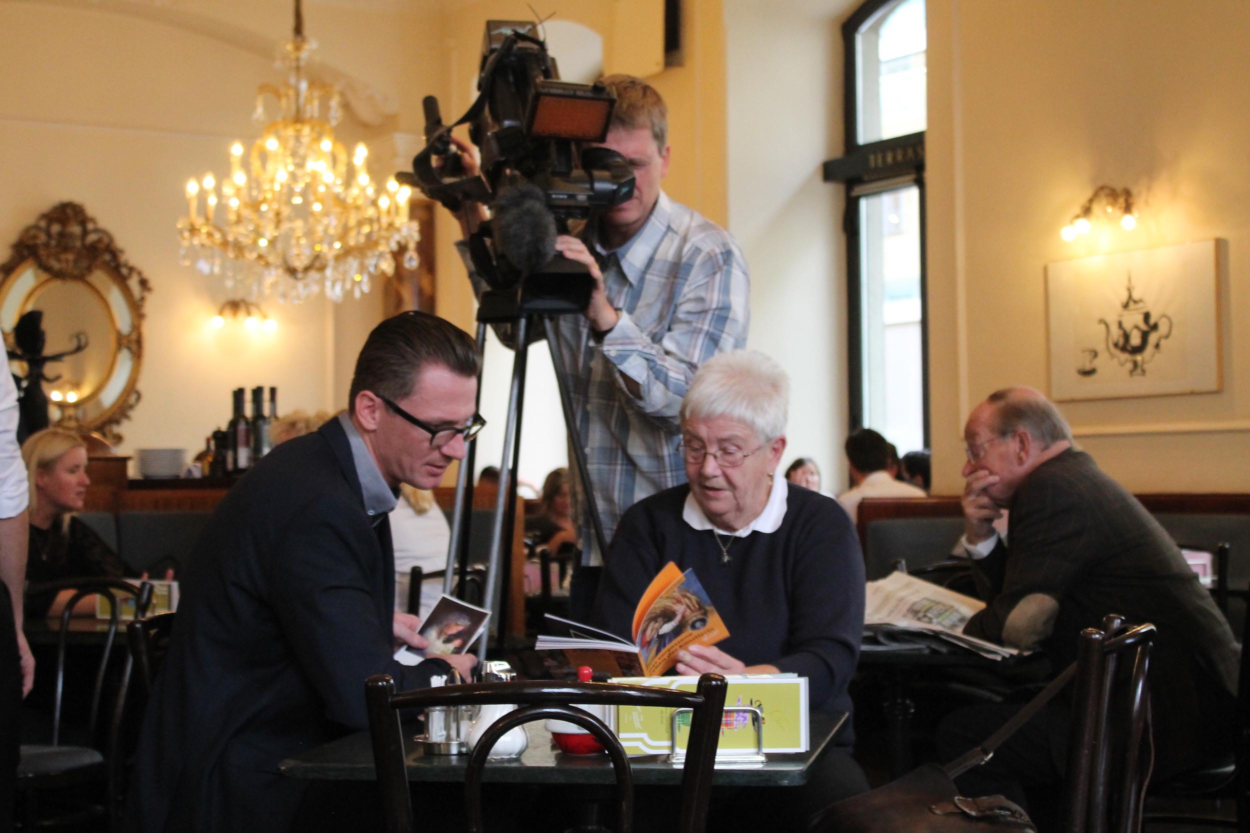 Autor Martin Kolozs und Martha Guggenbichler beim ORF-Interview